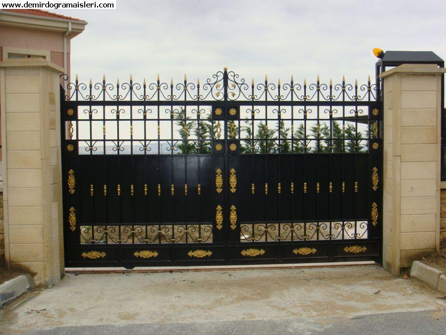 Raylı demir kapı